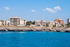 Hotels op de rotsachtige kust, Majorca eiland, Spanje Stock Fotografie