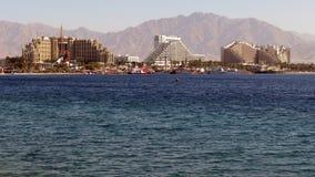 Hotels sehen in Elat von einem Hafen an Stockbild