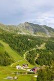 Hotels und Gästehäuser in den österreichischen Alpen Lizenzfreies Stockbild