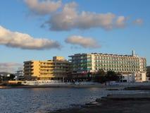 Hotels zeichnen die spanische Küste von Ibiza 2018/ stockfotografie
