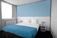 Hotelslaapkamer of ruimte Stock Fotografie
