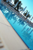 HotelSwimmingpool im Sommer Lizenzfreie Stockfotografie