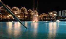 HotelSwimmingpool nachts Stockbild