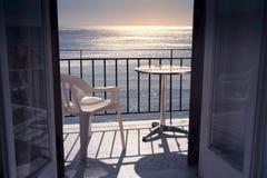 Hotelu taras z dennym widokiem w Grecja Obraz Stock