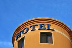 Hotelzeichen auf Gebäude Lizenzfreie Stockfotografie