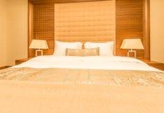 Hotelzimmer mit modernem Innenraum Stockfoto