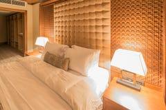 Hotelzimmer mit modernem Innenraum Stockbilder