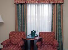 Hotelzimmer-Stühle Stockfoto