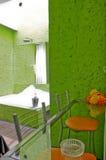 Hotelzimmerbadezimmer - Jacuzzi Lizenzfreies Stockfoto