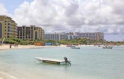 Hotéis de Aruba no mar das caraíbas Fotografia de Stock