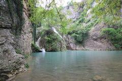Hotnitsa vattenfall, Veliko Tarnovo område Arkivfoton