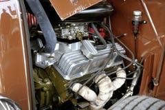 Hotrod与V-8引擎的福特1936年在停车处 库存图片