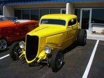Hotrod americano amarelo fotos de stock