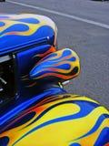 Hotrod americano azul con el flam Imagen de archivo libre de regalías