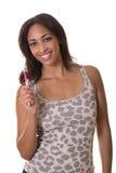 Hottie mit einem vollkommenen Lächeln, das eine Zahnbürste anhält. Lizenzfreie Stockfotografie