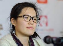 Hou Yifan é um grandmaster chinês da xadrez Foto de Stock