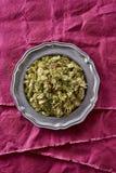Houblon entiers secs utilisés dans le lupulus de Humulus de brassage de bière image libre de droits