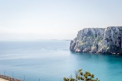 Houcima海滩和波浪和岩石 免版税图库摄影