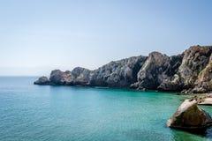 Houcima海滩和波浪和岩石 免版税库存图片