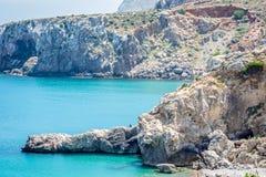 Houcima海滩和波浪和岩石 免版税库存照片