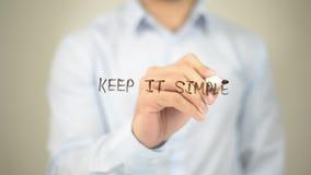 Houd het Eenvoudig, Mens die op het transparante scherm schrijven Stock Foto's