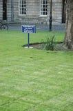 Houd het Gras op een afstand Stock Foto's