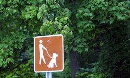 Houd honden 'On tekens Leash' Royalty-vrije Stock Afbeeldingen