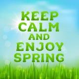 Houd kalm en geniet de lente van affiche De lenteinschrijving van gras wordt gemaakt dat royalty-vrije illustratie