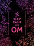 Houd kalm en OM Om mantra motieventypografieaffiche op zwarte achtergrond met kleurrijk bloemenpatroon Yoga en Stock Afbeeldingen