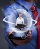 Houd uw saldo in de digitale informatieoverbelasting Stock Foto's