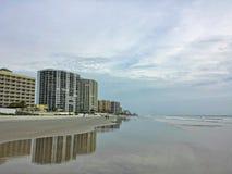 Houd van dit echt mooie hotelbeeld door de oceaan Stock Afbeelding