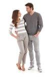 Houdend van paar dat bij elkaar het koesteren glimlacht Stock Foto