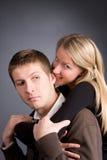 Houdend van paar dat pret heeft Stock Afbeelding