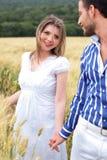 Houdend van paar, vrouw op nadruk Royalty-vrije Stock Afbeeldingen