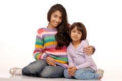 Houdende van Indische zusters Royalty-vrije Stock Foto