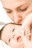 Houdende van moeder met baby stock afbeelding