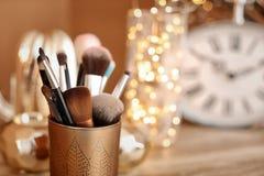 Houder met make-upborstels royalty-vrije stock foto