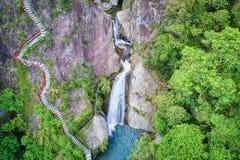 Houdongkeng猴子洞瀑布航拍 库存图片