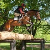 Houghton internationella hästförsök Loretta Joynson som rider PSH C Royaltyfria Bilder