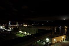 Houghton Michigan på natten royaltyfria foton