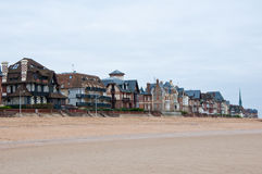 Houlgatearchitectuur langs het Engelse Kanaal in Normandië, Frankrijk Royalty-vrije Stock Foto's