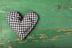 Houndstooth hearts on a green background Royalty Free Stock Photos