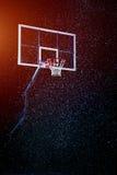 Houp di pallacanestro sul fondo nero dell'arena immagini stock libere da diritti