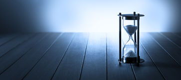 Hourglass czasu sztandaru tło
