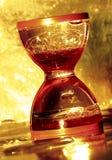 Hourglass in der goldenen Farbe Lizenzfreies Stockfoto