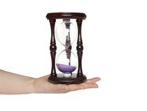 Hourglass em sua mão imagens de stock royalty free
