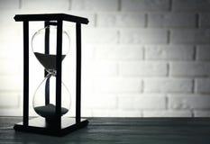 Hourglass na cegle fotografia royalty free