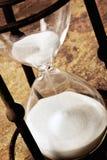 hourglass nad kamiennym rocznikiem Zdjęcie Royalty Free