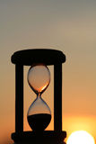 Hourglass no por do sol fotografia de stock