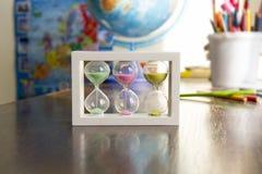Hourglass z barwionym piaskiem Obrazy Royalty Free